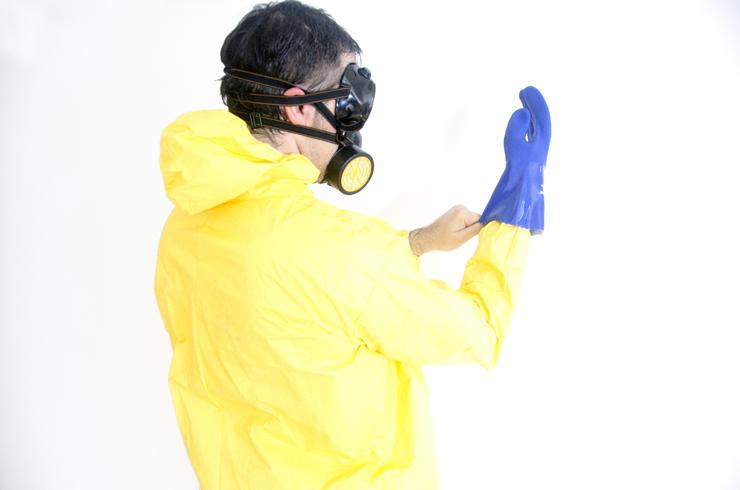 絶対に刺されない?蜂駆除のオススメ防護服3選+裏技
