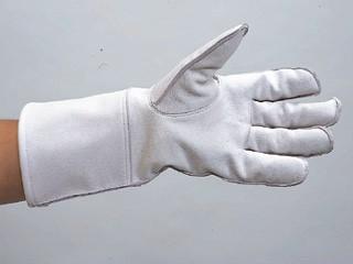 従来の蜂防護手袋に特殊シートを更に1枚プラスした脅威の4重構造! 蜂防護手袋 6,480円